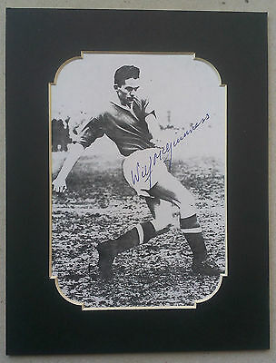 WILF McGUINNESS - MANCHESTER UNITED SIGNED MOUNTED PICTURE - 1950S LEGEND BUSBY
