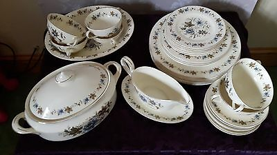 English bone china dinner service - 33 pieces - great bargain
