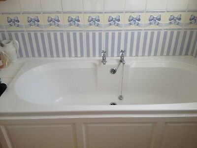 Stylish White Colonial Style Bathroom Suite, Good Condition