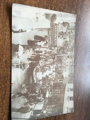 VERY RARE REAL PHOTO POSTCARD OF THE HOSPITAL PARADE IN WEYMOUTH. EARLY 1900s.