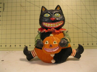 HALLOWEEN COLLECTIBLE FIGURE , very good condition