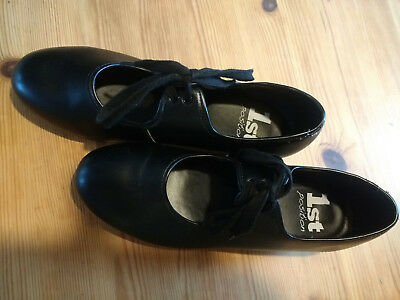 Ladies Tap Shoes with Heel and Toe Taps say size 6, but would say  5 1/2