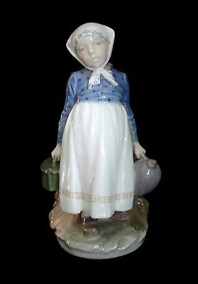 Vtg Royal Copenhagen Peasant Girl With Lunch Figurine #815 By Chr Thomsen Mint