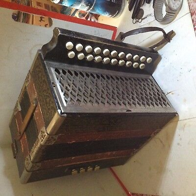 ANCIEN ACCORDEON soufflet en TBE DONNE DU SON FORT POUR SA TAILLE COLLECTION !