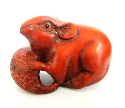 Q4043 - 2'' Hand Carved Boxwood Netsuke: Wealthy Mouse Rat