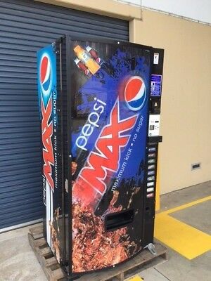 Dixie-Narco Drinks Vending Machine
