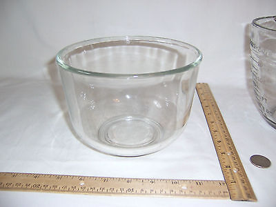 Glass mixing bowl 6.75 inch wide x 4.75 tall   3.25 wide bottom rim USA