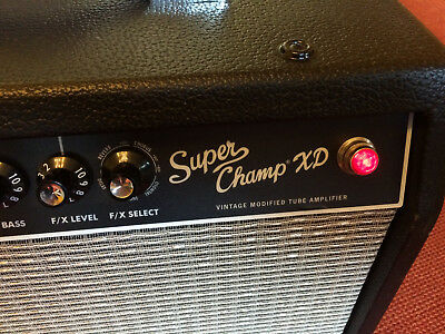 Fender Super Champ XD VINTAGE MODIFIED TUBE AMPLIFIER mit Fußschalter,Fender Tub