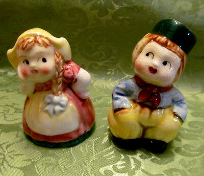 Salt and pepper shakers DUTCH Boy and Girl Funny Silly Flirting Vtg Japan