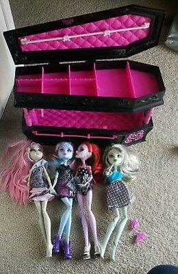 BNIB MONSTER HIGH DRACULAURA JEWELRY BOX COFFIN BED DEAD TIRED and four dolls