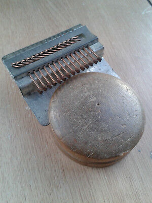 Speedweve 2 - Lancashire's Smallest Loom Speed Weve Darning Weaving Darner Tool