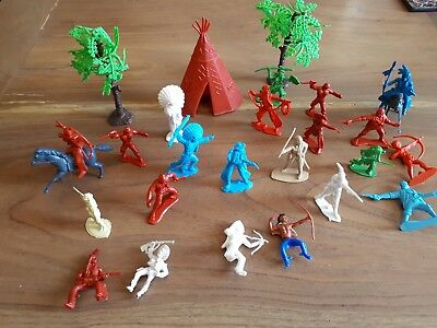 Vintage Plastic Toy Cowboys And Indians horses trees y361