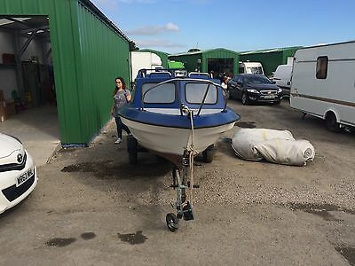 18ft Fishing boat, 40HP Mariner Engine And Trailer. Cabin boat, day boat, hobby.