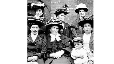 PHOTOGRAPHIC GLASS SLIDE BROMLEY LADIES CHEER UP SLIGHTLY! FOR PHOTO c 1905 KENT