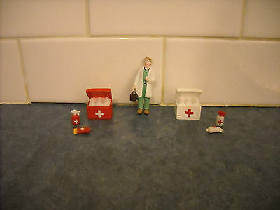 Breyer Stablemate Farm Ranch Play Set Accessories Lady Veterinarian 2 X Supplies