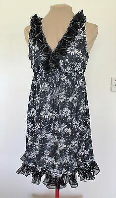 Vintage 50s BLACK FLORAL nightie with ruffles s.S