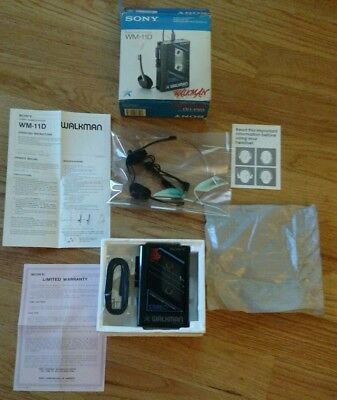 SONY WALKMAN WM-11D, STEREO CASSETTE PLAYER ,1979, for parts, DOES NOT WORK, Box