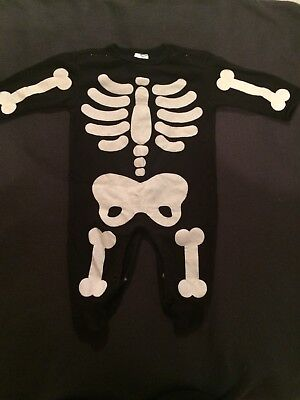 Great baby boys skeleton all-in-one. Size 0-3 months. Halloween