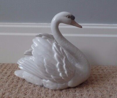 Lladro Porcelain  - Swan With Wings Spread - 5231 - Glazed - Ex