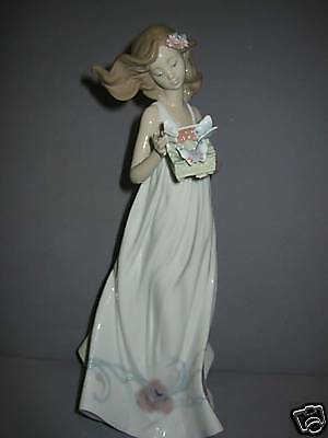 Butterfly Treasures Porcelain Figurine By Lladro    6777
