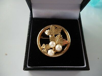 Vintage 9ct Gold & Pearl Circular Brooch with Leaf Decoration