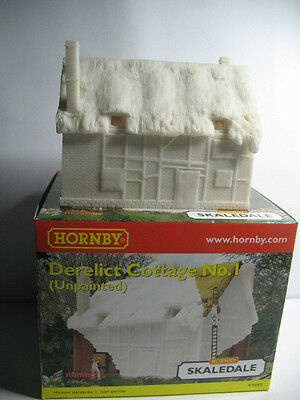 "Hornby Skaledale R9643  Thatched Cottage to Paint Derelict like     ""00"" Scale"