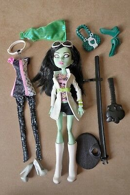 Poupée Monster High Sarah Screem vêtements tenues