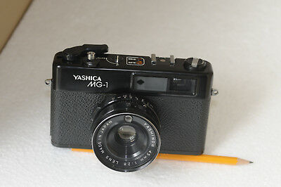 VINTAGE  YASHICA MG-1  35mm RANGEFINDER CAMERA.