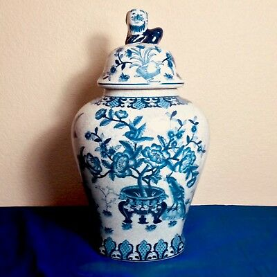 *** SALE *** Beautiful Blue & White Oriental Ginger Jar With Temple Lion Finial