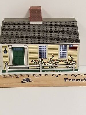 The Cat's Meow New England Half Cape House 2000 R 428 Faline 00 American Flag...