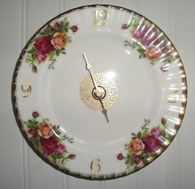 Royal Albert Old Country Roses Wall Clock copyright 1962, Working