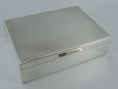 Superb Solid Sterling Silver Engined Turned Cigarette Box Birmingham 1976 535G