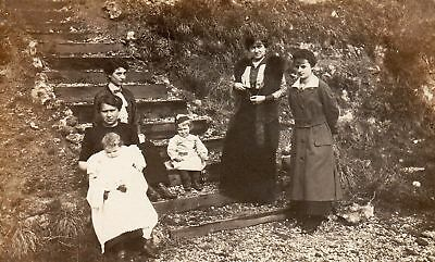 CPA / Famille française vers 1900