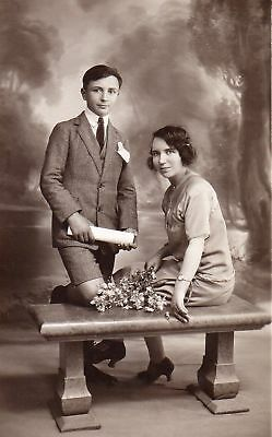 CPA Angleterre / Jolie photo carte couple vers 1920