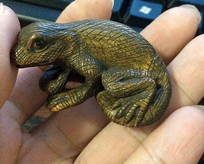 "Lovely - 2"" Hand Carved Japanese Boxwood Netsuke : Lizard"