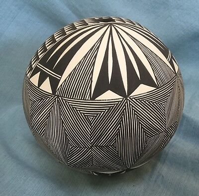Southwest Native American Indian Acoma Pueblo Pottery Geometric Design