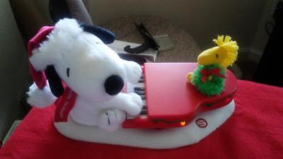 Hallmark Snoopy and Woodstoock Christmas Playing The Piano MUSICAL