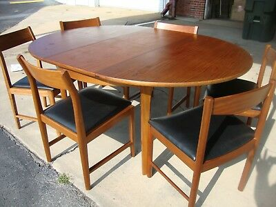 1970s Mid Century style Dining Table & 6 Matching Chairs!