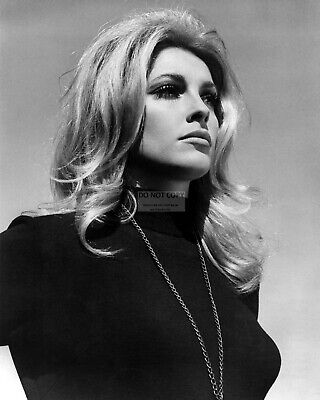 Actress Sharon Tate - 8X10 Publicity Photo (Op-241)