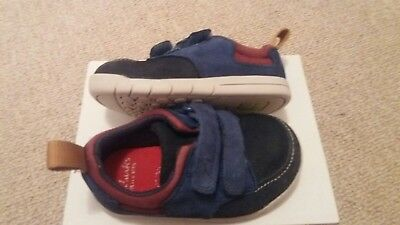 clarks boys toddlers shoes. Size 4.5G. Suede