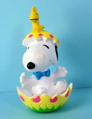 Peanuts SNOOPY and WOODSTOCK in EASTER EGG Mini Figure