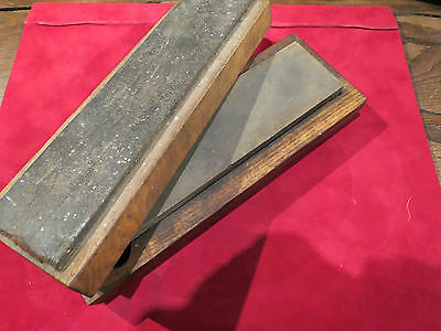 Old sharpening oil stone straight razor from France- 477 grams-wood base