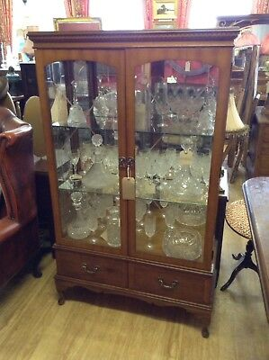 Beautiful Mahogany China Display Cabinet With Etched Glass