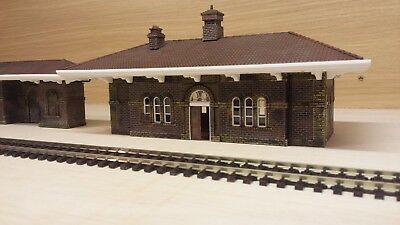 Hornby Bachmann Station Builing And Shelter