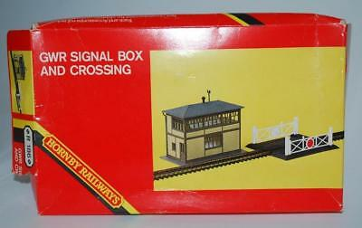 Hornby Railways Oo - Gwr Signal Box / Level Crossing Kit  R186