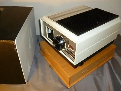 Braun Paximat 2000 Slide Projector Working  In Case With Remote , No Cartridge