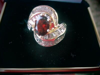 14K GOLD RING WITH 1+1/2 CARATS DIAMOND BAGUETTES~GARNET STONE~SIZE 6~WEIGHS 10g