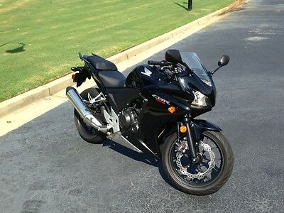 2014 Honda CBR  2014 CBR 500R with less that 2000 miles