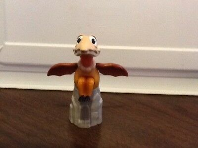 Burger King Land Before Time Petrie Flapping Water Squirting Toy
