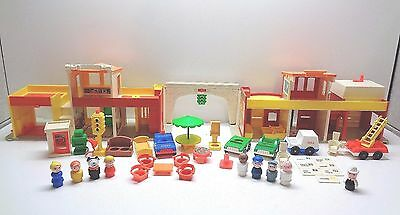 VINTAGE Fisher Price Little People #997 PLAY FAMILY VILLAGE 100% COMPLETE W MAIL